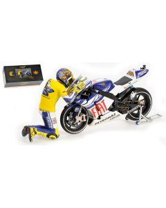 YAMAHA YZR-M1 - VALENTINO ROSSI - MOTO GP 2010 VALENCIA - WITH FIGURINE (GIFTBOX) L.E. 3999 pcs.
