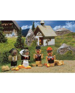 Figurines en bottes de paille